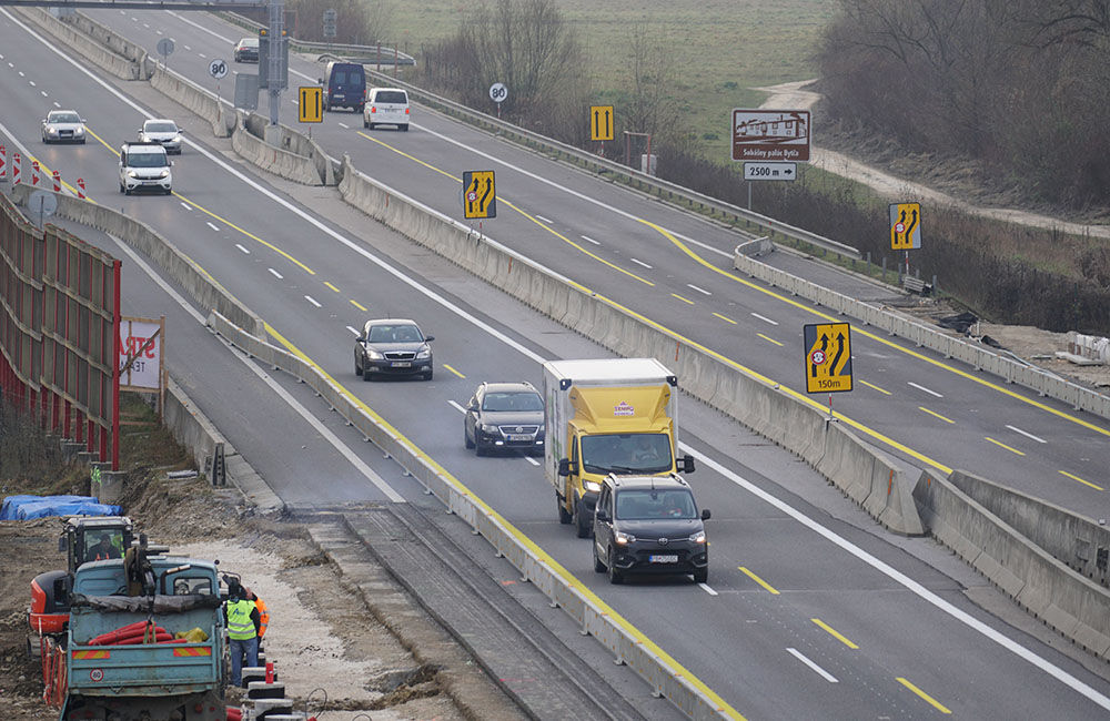 FOTO: Diaľničnú križovatku v Hričovskom Podhradí rozširujú krátko pred otvorením o nové jazdné pruhy, foto 7
