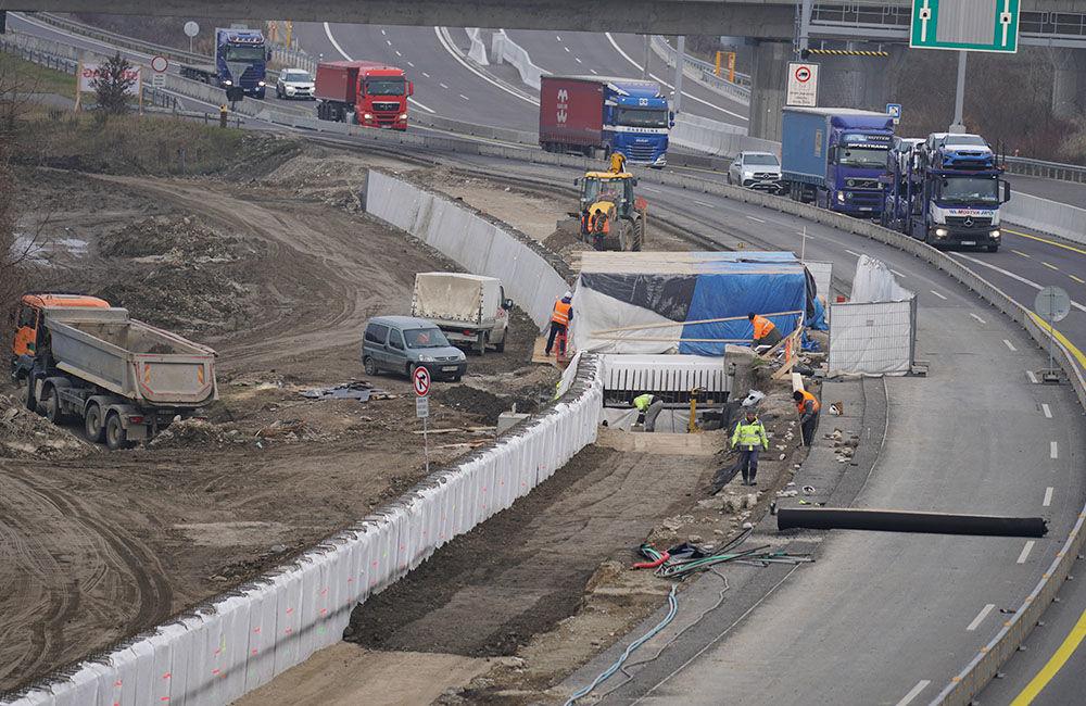 FOTO: Diaľničnú križovatku v Hričovskom Podhradí rozširujú krátko pred otvorením o nové jazdné pruhy, foto 11
