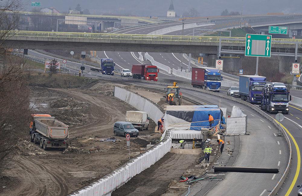 FOTO: Diaľničnú križovatku v Hričovskom Podhradí rozširujú krátko pred otvorením o nové jazdné pruhy, foto 12