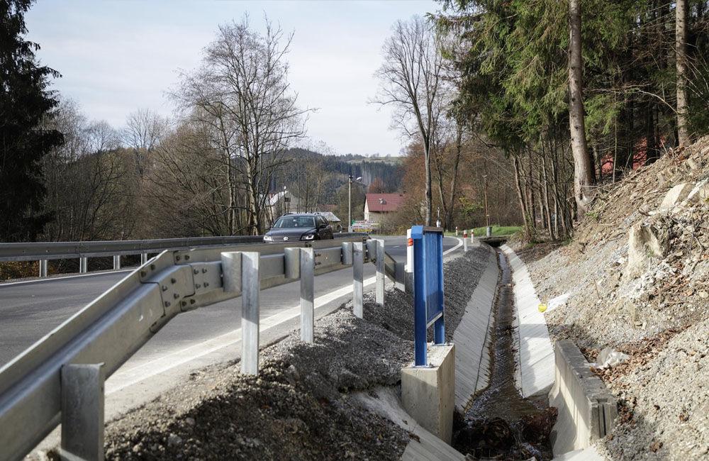 FOTO: V meste Turzovka dokončili opravu cesty, ktorú začiatkom roka poškodili intenzívne dažde, foto 3