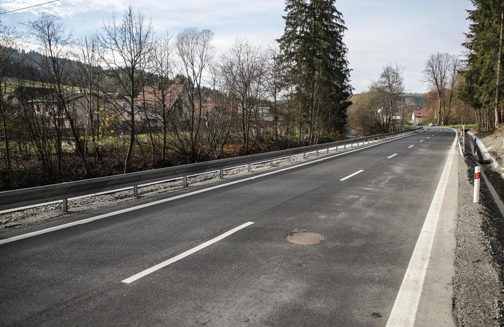 FOTO: V meste Turzovka dokončili opravu cesty, ktorú začiatkom roka poškodili intenzívne dažde, foto 4