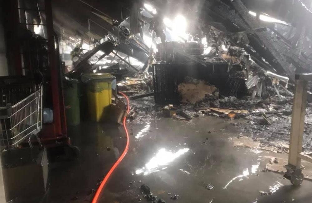 FOTO: Dnes dopoludnia došlo k požiaru haly v obci Rosina, hustý dym bolo vidieť z celého mesta, foto 3