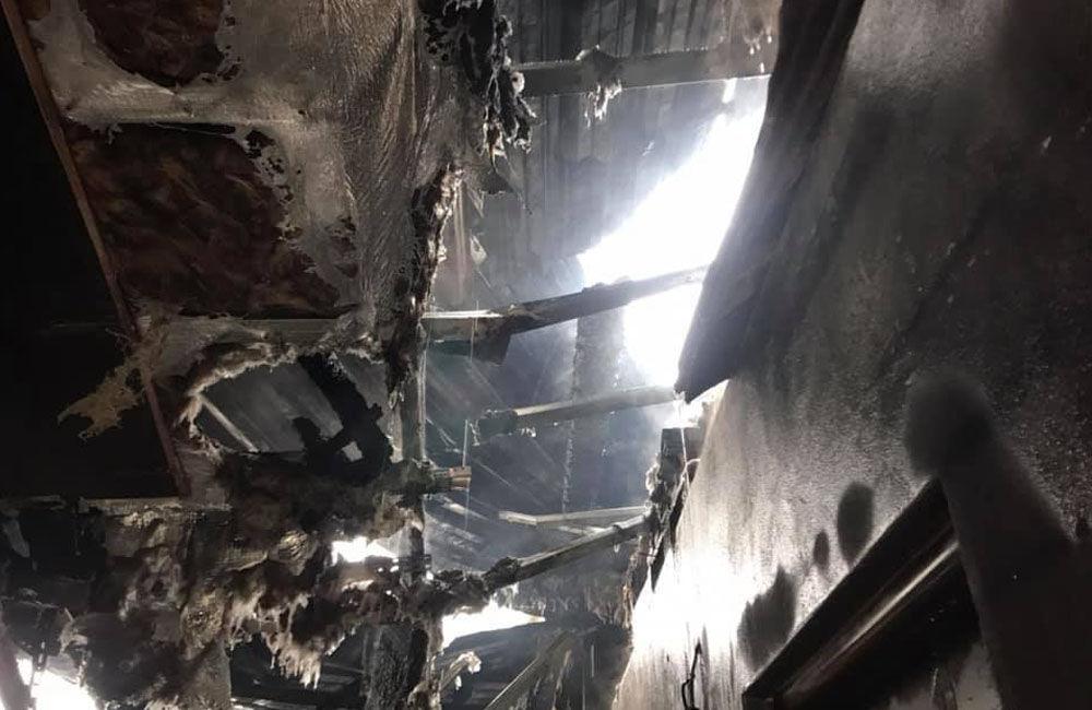 FOTO: Dnes dopoludnia došlo k požiaru haly v obci Rosina, hustý dym bolo vidieť z celého mesta, foto 5
