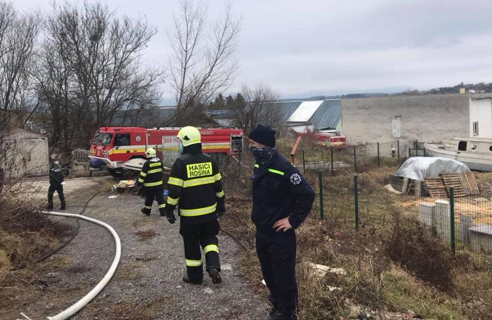 FOTO: Dnes dopoludnia došlo k požiaru haly v obci Rosina, hustý dym bolo vidieť z celého mesta, foto 8