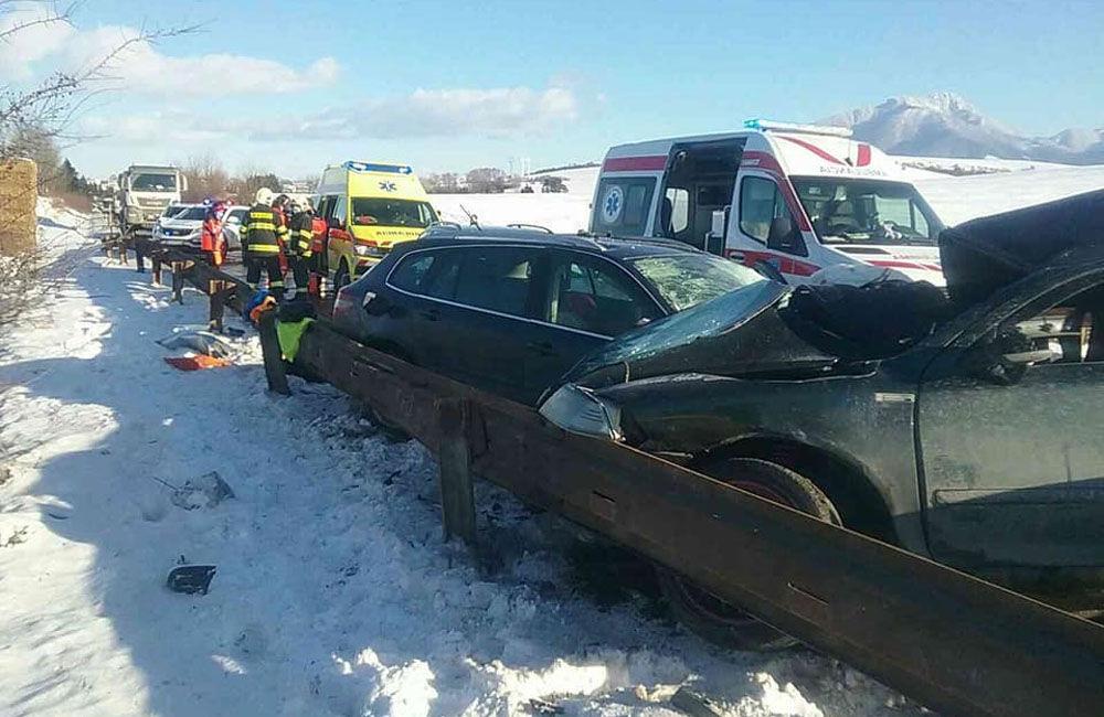 FOTO: Na Liptove došlo k vážnej dopravnej nehode, pri zrážke áut vyhasol ľudský život, foto 1