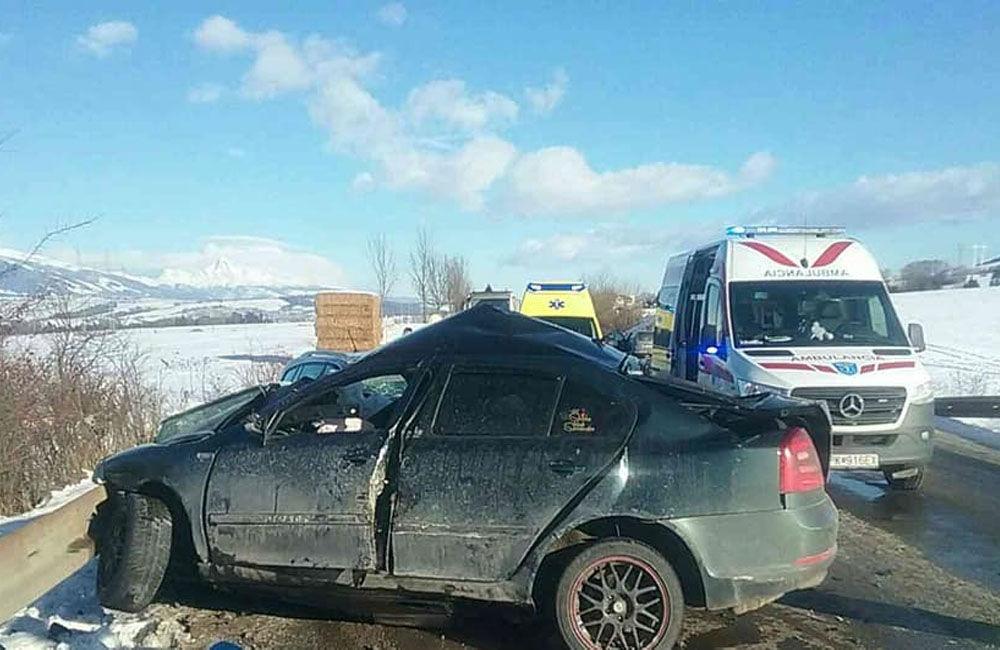 FOTO: Na Liptove došlo k vážnej dopravnej nehode, pri zrážke áut vyhasol ľudský život, foto 2