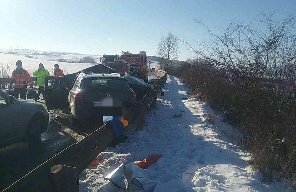 FOTO: Na Liptove došlo k vážnej dopravnej nehode, pri zrážke áut vyhasol ľudský život, foto 3