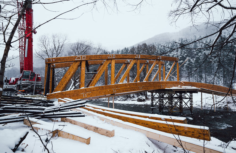 FOTO: Práce na výstavbe novej cyklotrasy pokračujú aj cez zimu, aktuálne budujú most v obci Belá, foto 1