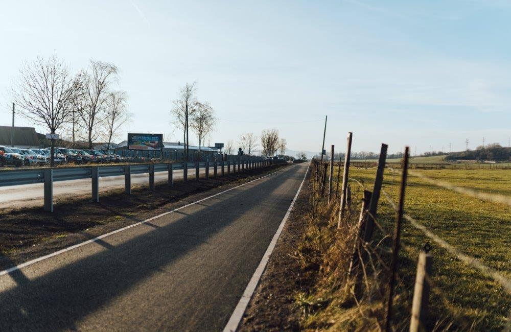 FOTO: Práce na výstavbe novej cyklotrasy pokračujú aj cez zimu, aktuálne budujú most v obci Belá, foto 5