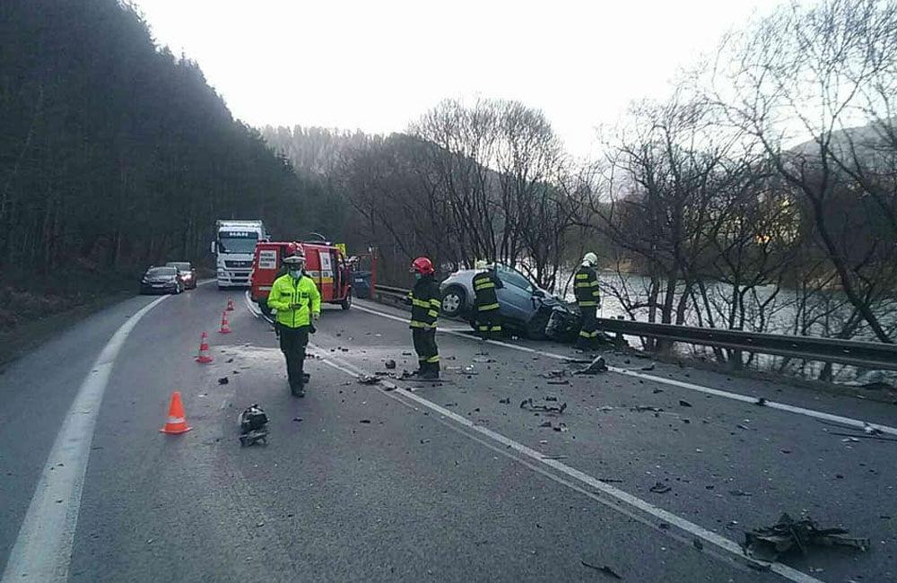 FOTO: Dopravná nehoda v meste Ružomberok 26.2.2021, foto 1