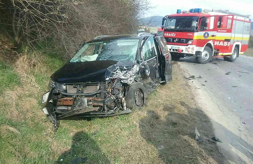 FOTO: Na Orave došlo k zrážke dvoch osobných áut, zranilo sa sedem osôb, zasahuje vrtuľník, foto 3