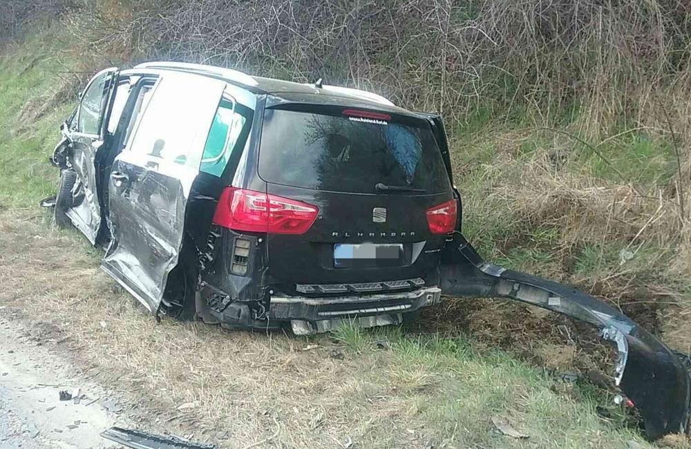 FOTO: Na Orave došlo k zrážke dvoch osobných áut, zranilo sa sedem osôb, zasahuje vrtuľník, foto 4