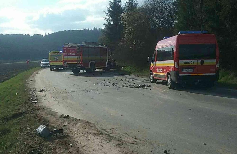 FOTO: Na Orave došlo k zrážke dvoch osobných áut, zranilo sa sedem osôb, zasahuje vrtuľník, foto 5