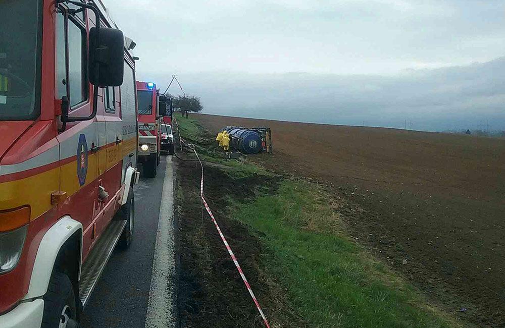 FOTO: Dopravná nehoda kamióna pri Turčianskych Tepliciach, foto 3