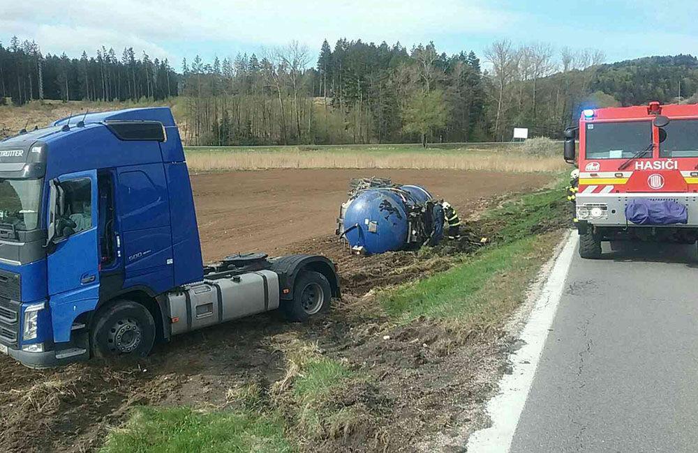 FOTO: Dopravná nehoda kamióna pri Turčianskych Tepliciach, foto 4