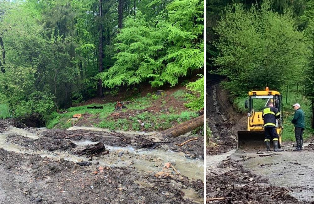 FOTO: Následky daždivého počasia odstraňovali hasiči aj v obci Ochodnica, foto 1