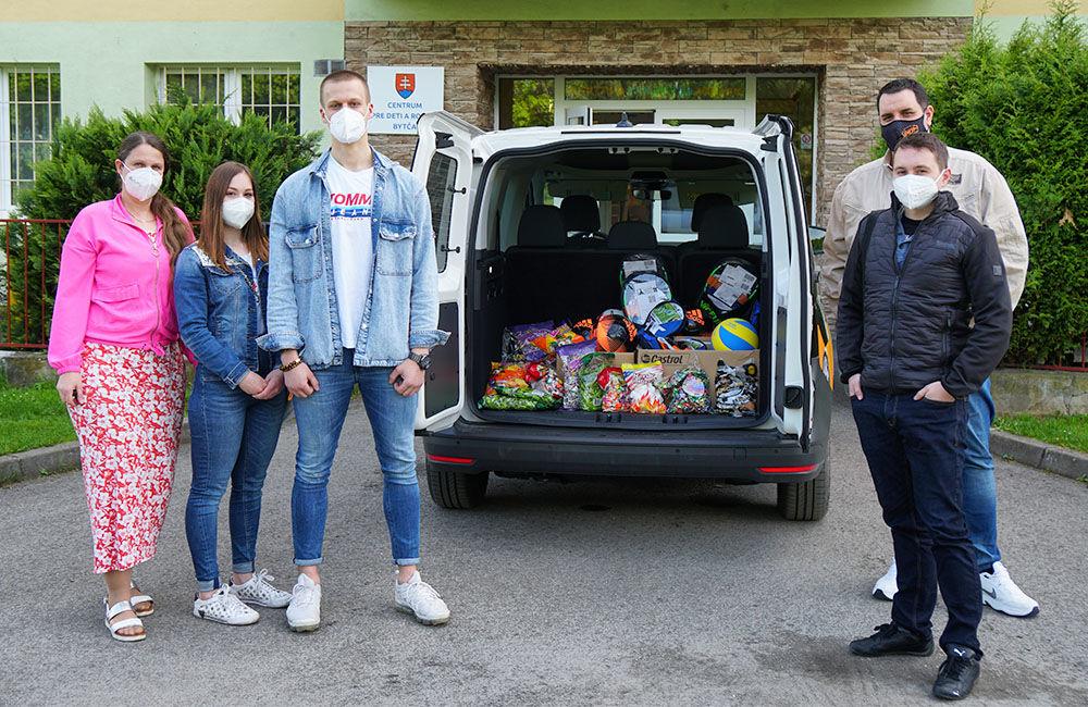 FOTO: Dar žilinskej firmy PDM Autosúčiastky pre deti v Centre pre deti a rodiny v Bytči, foto 1