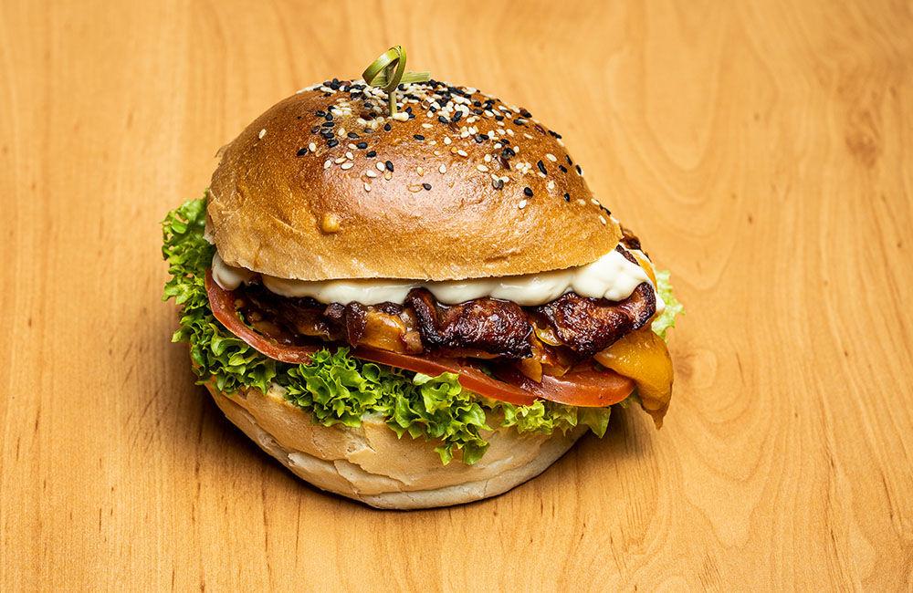 FOTO: Nová donášková služba PureBeef v Žiline pripravuje chutné hamburgery v domácej žemli, foto 1