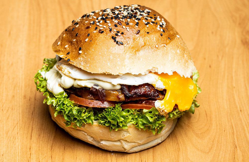 FOTO: Nová donášková služba PureBeef v Žiline pripravuje chutné hamburgery v domácej žemli, foto 2
