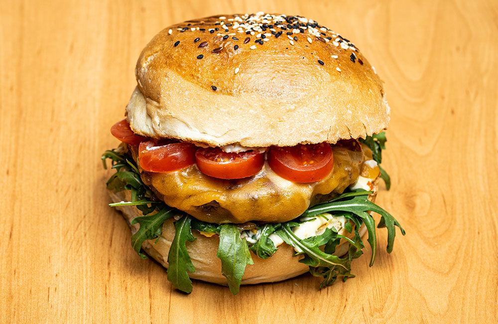 FOTO: Nová donášková služba PureBeef v Žiline pripravuje chutné hamburgery v domácej žemli, foto 3