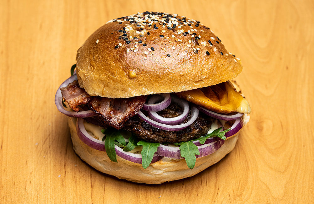 FOTO: Nová donášková služba PureBeef v Žiline pripravuje chutné hamburgery v domácej žemli, foto 4