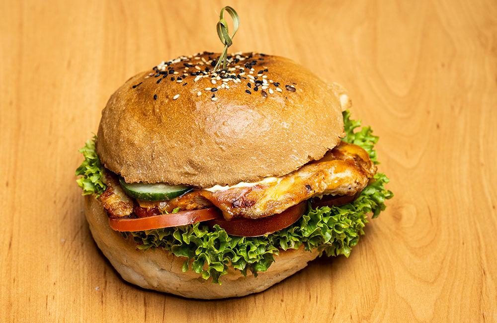 FOTO: Nová donášková služba PureBeef v Žiline pripravuje chutné hamburgery v domácej žemli, foto 5