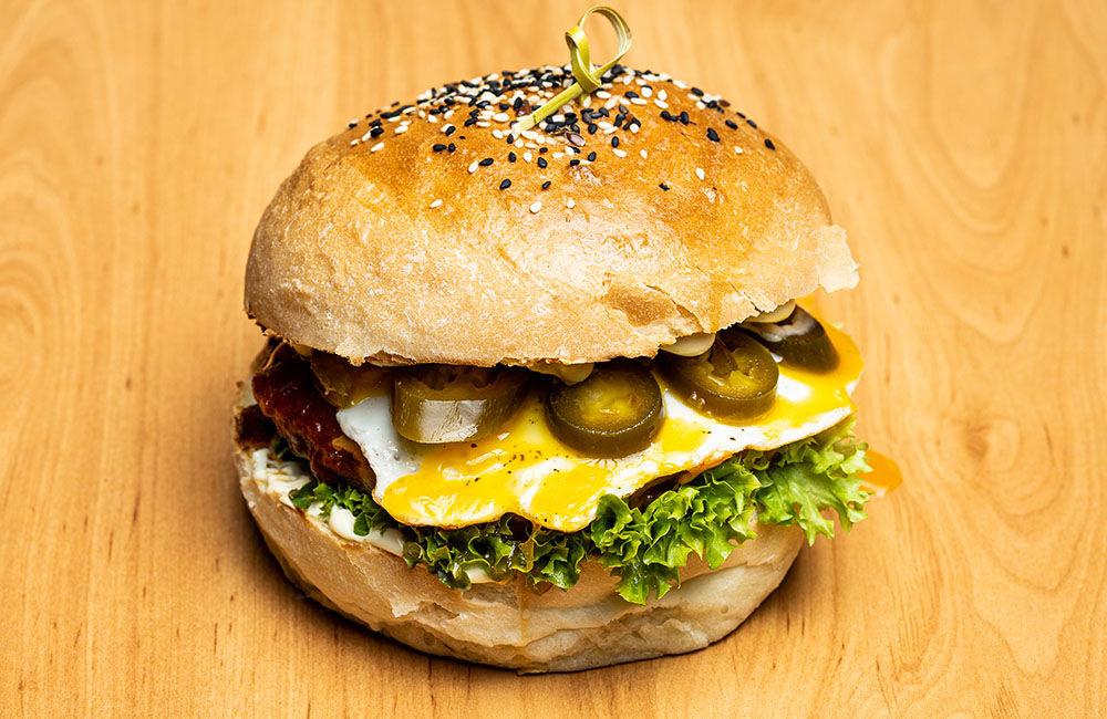 FOTO: Nová donášková služba PureBeef v Žiline pripravuje chutné hamburgery v domácej žemli, foto 6
