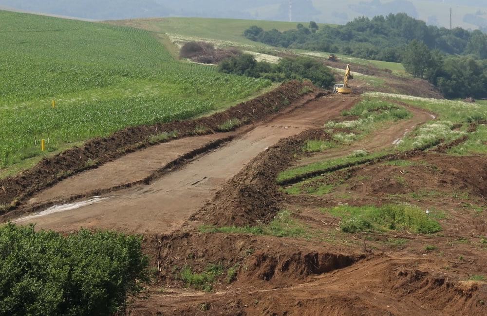 FOTO: Na Orave začala výstavba 5,5 kilometrového úseku rýchlostnej cesty, nový obchvat odľahčí Tvrdošín, foto 1
