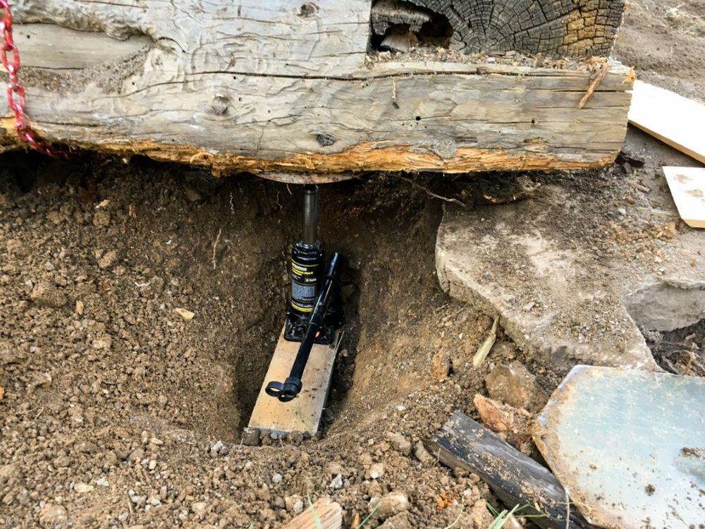 FOTO: Dobrovoľníci opravili senník pod Tlstou, premenili ho na útulňu, foto 9