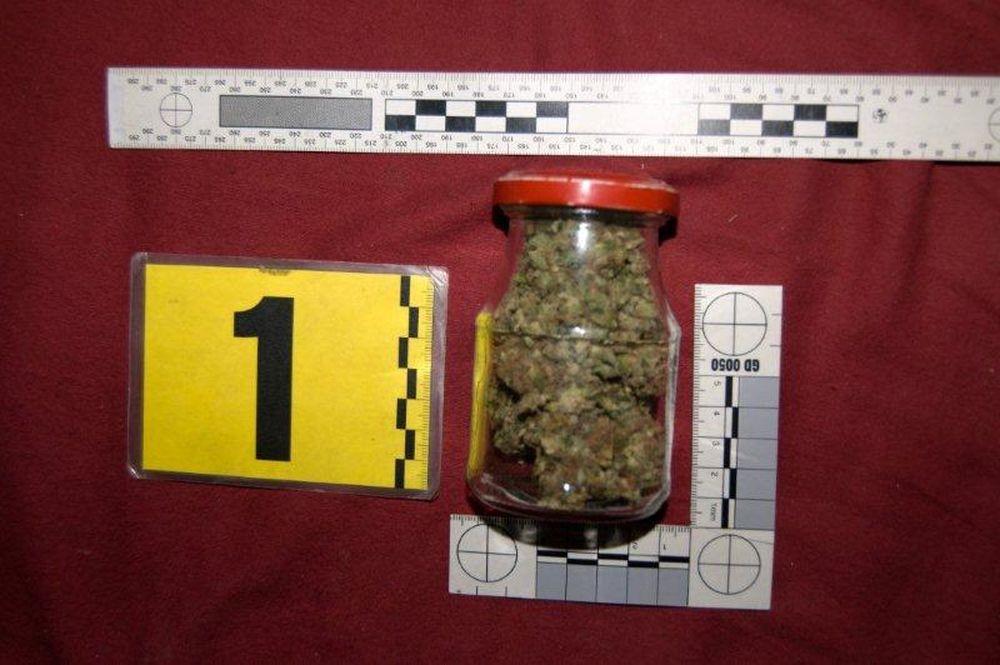 22 ročný mladík z Bytče predával drogy, polícia ho zadržala a obvinila , foto 1