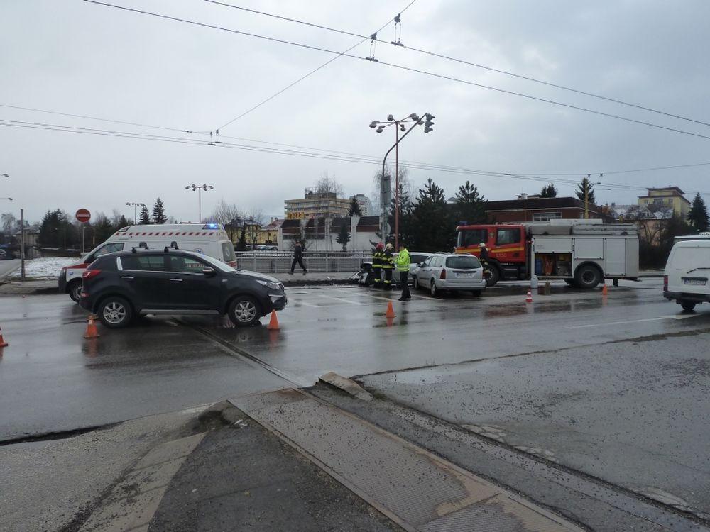 Aktuálne dopravná nehoda na Mostnej ulici, foto 1