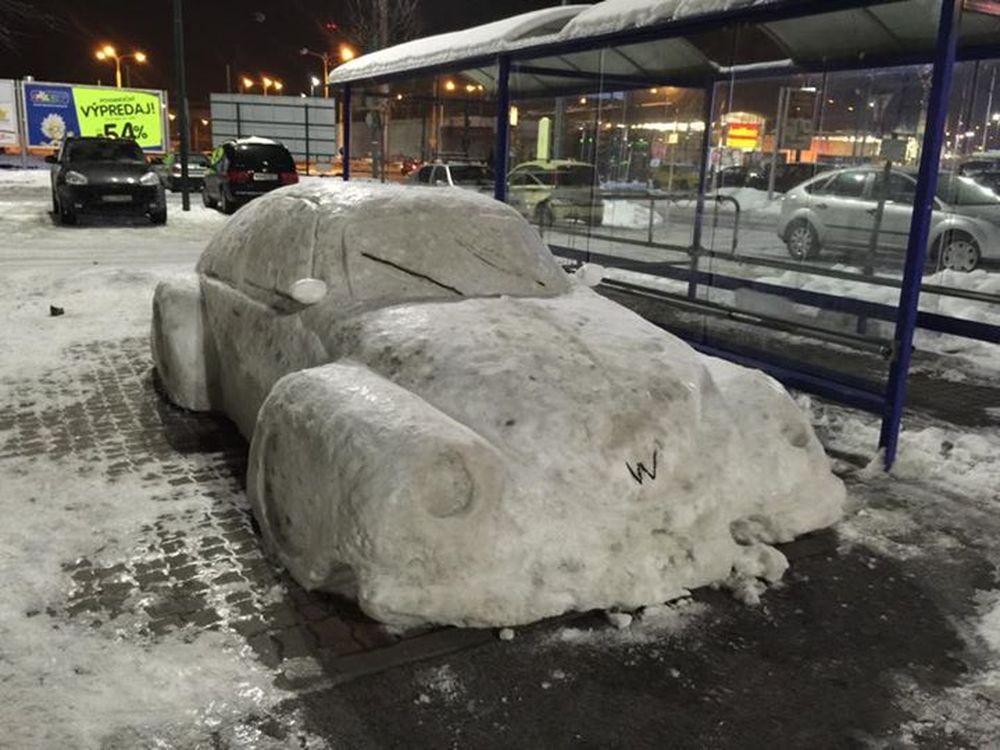 Auto zo snehu pri OC Dubeň, foto 2