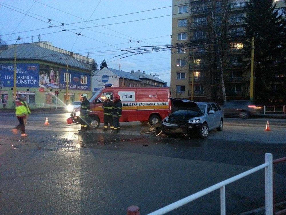 Dopravná nehoda Predmestská a Veľká okružná, foto 1