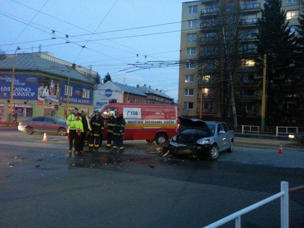 Dopravná nehoda Predmestská a Veľká okružná, foto 2