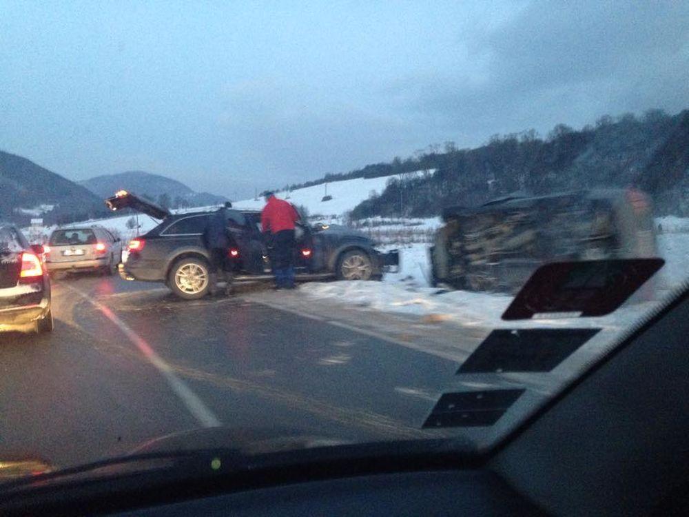 Dopravná nehoda pri obci Belá, Stráža, foto 1