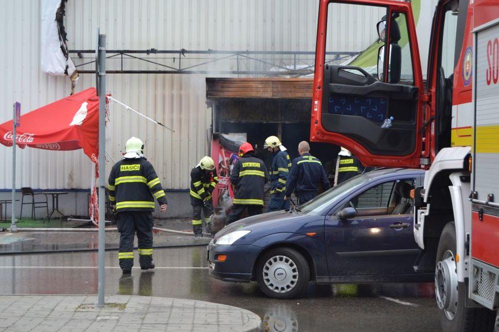 Fotografie z požiaru prevádzky rýchleho občerstvenia, foto 1