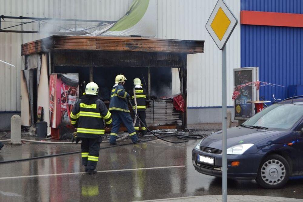 Fotografie z požiaru prevádzky rýchleho občerstvenia, foto 2