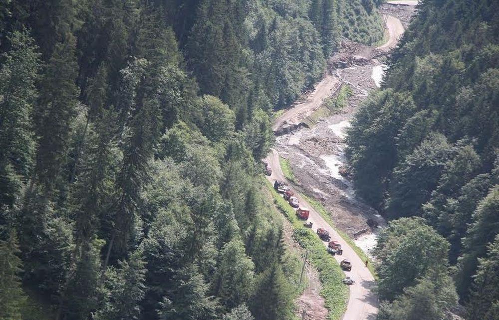 Letecké zábery z Vrátnej doliny - z kopcov strhlo povrchové vrstvy, foto 2