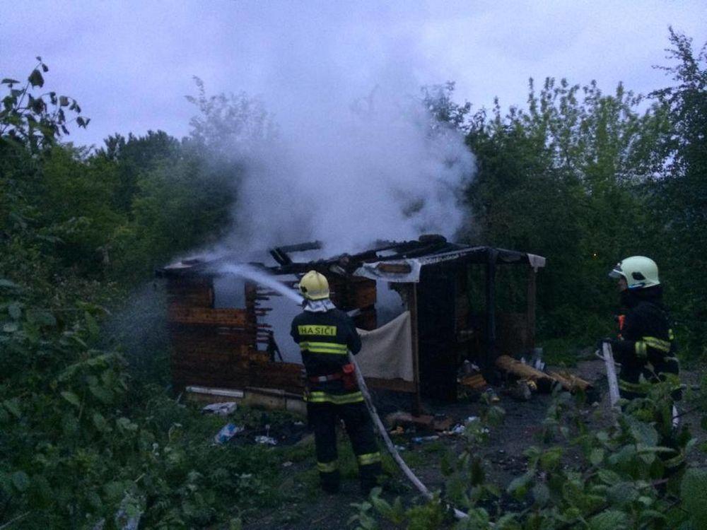Mužovi bez domova niekto podpálil jeho skromný príbytok, foto 1