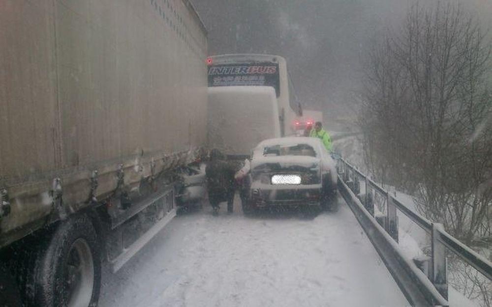 Poľadovica na ceste do Terchovej, pri Varíne, foto 3