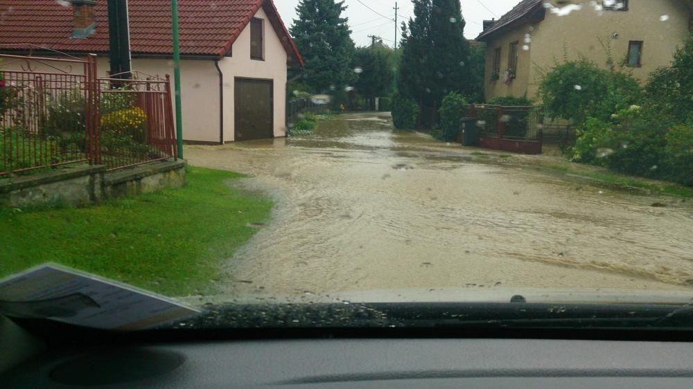 Povodeň po silnej búrke v obci Rosina a Višňové, foto 1