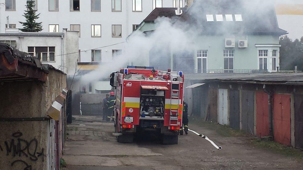 Požiar garáže na ulici Veľká okružná (foto Stanislav Jančík), foto 3