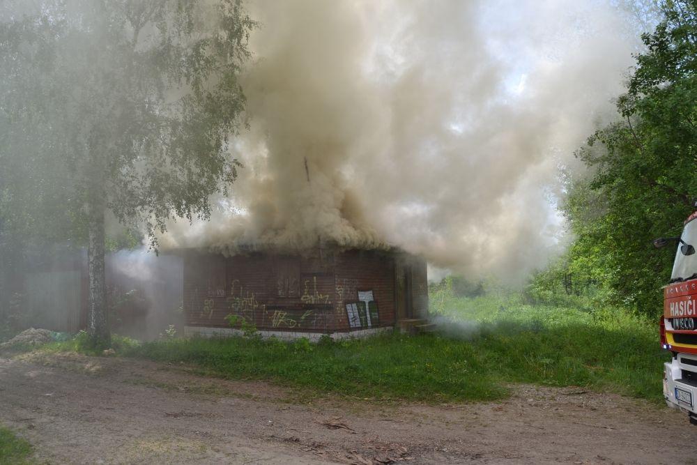 Požiar holubiarskej chaty v Trnovom 24.mája 2014, foto 2