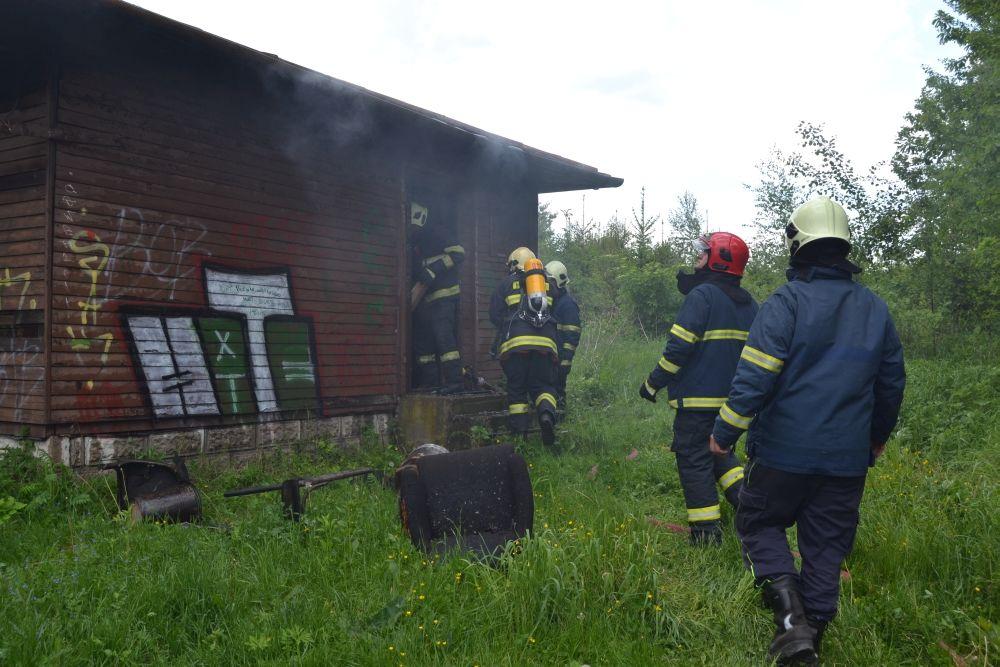 Požiar holubiarskej chaty v Trnovom 24.mája 2014, foto 12