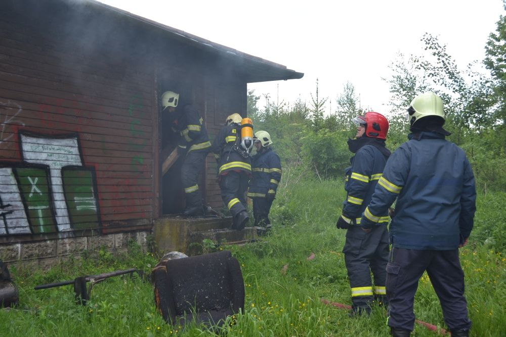 Požiar holubiarskej chaty v Trnovom 24.mája 2014, foto 13