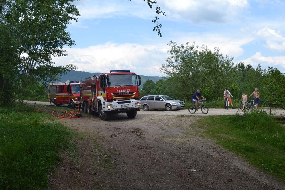 Požiar holubiarskej chaty v Trnovom 24.mája 2014, foto 15