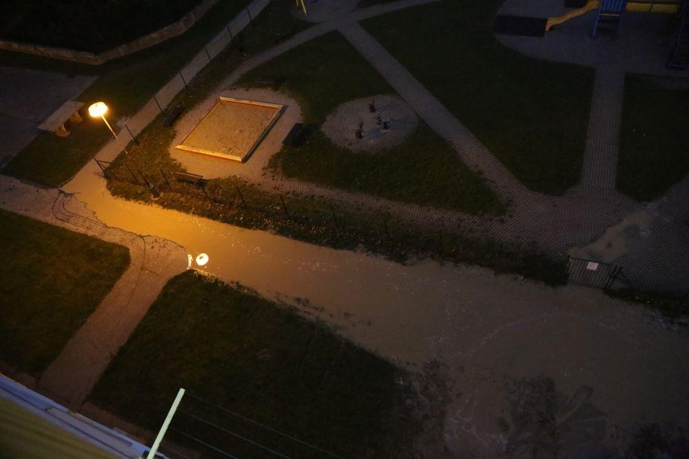 Prasknuté vodovodné potrubie na sídlisku Solinky, foto 2