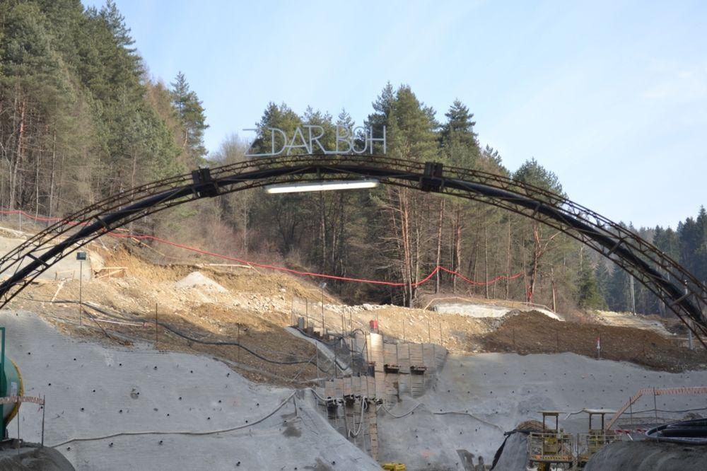 Razenie tunela Považský Chlmec, foto 1