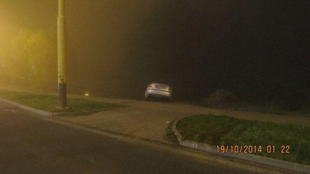 Šofér na Hájiku skončil až na betónových zábranách, foto 1