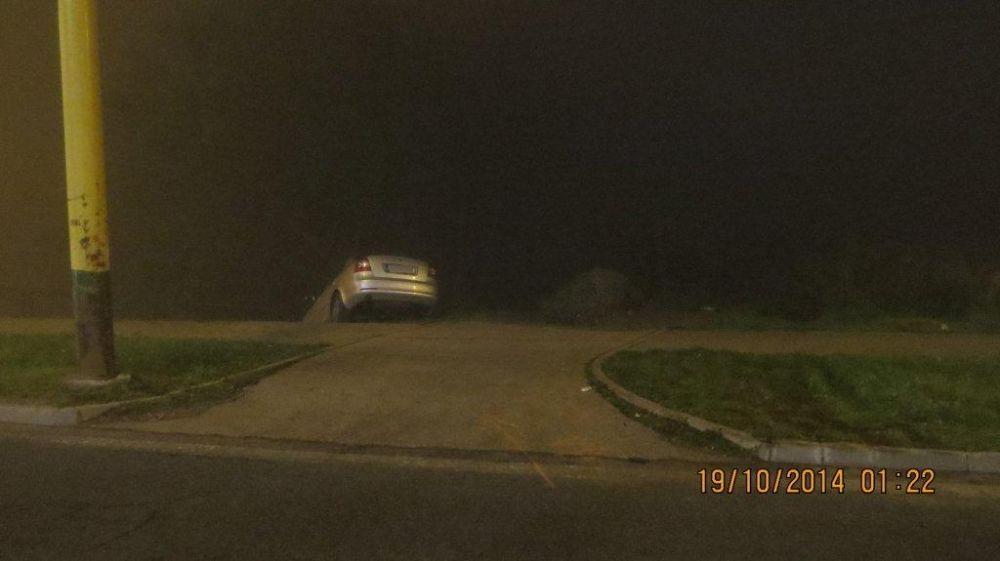 Šofér na Hájiku skončil až na betónových zábranách, foto 2